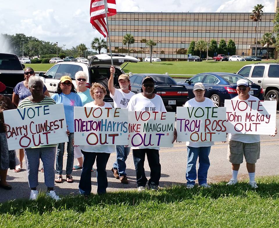 Retirees Protesting outside Singing River Hospital in Pascagoula May 29, 2015. Photo courtesy of SHRS Hopes Group on Facebook
